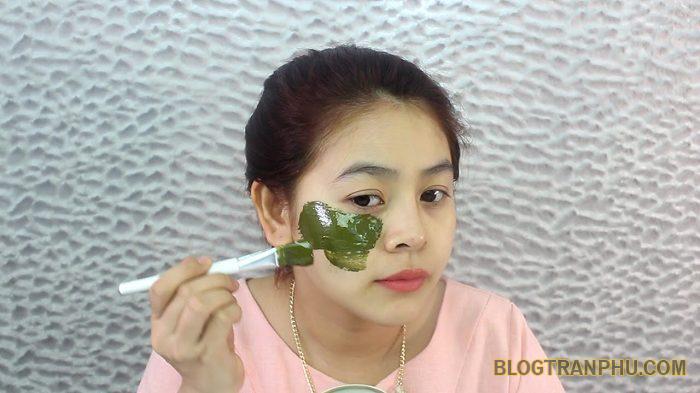 Mặt nạ chanh mật ong, bột trà xanh điều trị mụn trứng cá