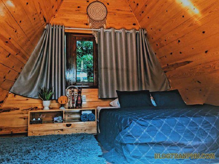 Căn nhà gỗ xinh xắn nằm ngay trong khuôn viên chắc chắn sẽ khiến bạn thích mê