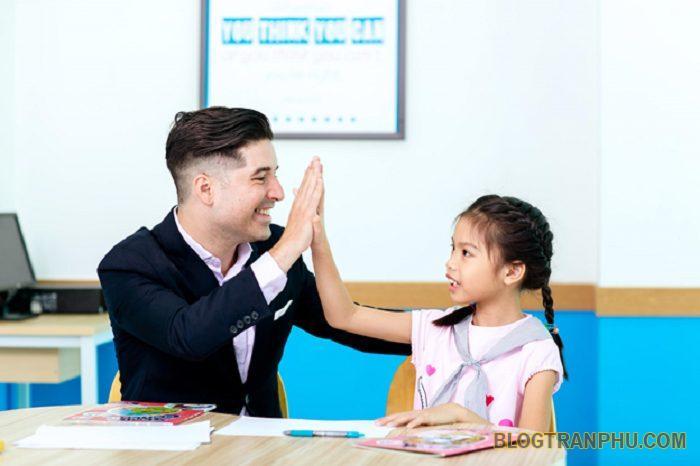 Học tiếng anh với giáo viên bản ngữ mang lại lợi ích lớn