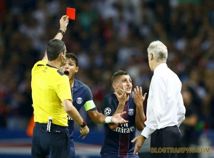 Thẻ đỏ là gì? Những tình huống nào trọng tài xử phạt thẻ đỏ
