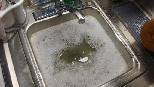 Thử nghiệm 7 cách thông tắc bồn rửa bát siêu dễ siêu bất ngờ